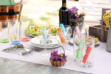Table setting with flowers