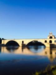 Pont d'Avignon sous un ciel bleu
