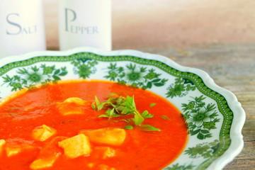 Tomatensuppe mit Eierstich