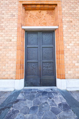 vergiate italy   church  varese  the old door