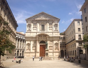 Milano, piazza San Fedele