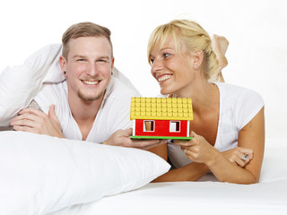 Amorous couple dream of a house