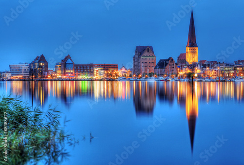Aluminium Stad aan het water City port of Rostock by night