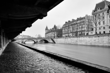 Sena river in black and white in Paris