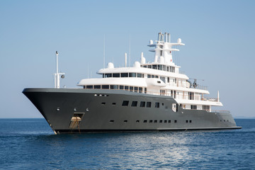 Luxus Mega Yacht: Konzept Geld und Vermögen Millionäre
