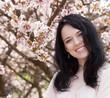 Obrazy na płótnie, fototapety, zdjęcia, fotoobrazy drukowane : Beautiful young woman in blossom garden