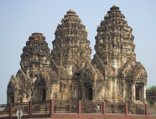 Ват Пхра Пранг Сам Йот в Лопбури. Таиланд