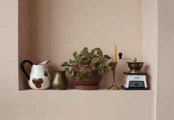 Household items in a niche