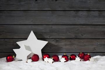 Päckchen Sternform im Schnee