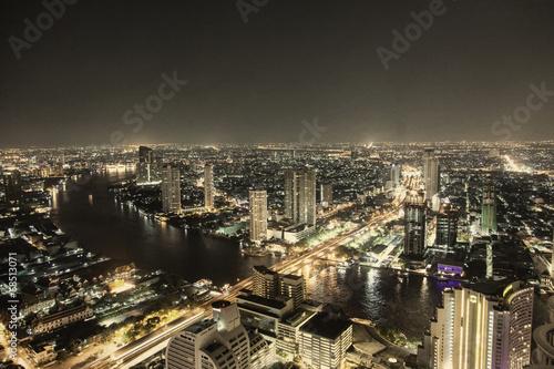 canvas print picture Bangkok bei Nacht mit Autobahn- und Flussverkehr
