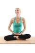 hübsche Frau macht Yogaübungen