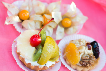 Tartlets with fruit
