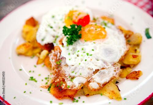 Leinwanddruck Bild Bratkartoffeln mit Spiegelei
