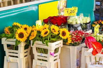 Blumenverkauf auf dem Wochenmarkt