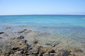 oceano con scogliera