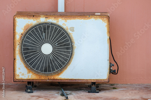 Old air conditioner - 68528467