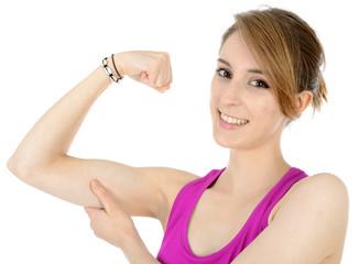 Teenager beim Kraftsport zeigt Muskel