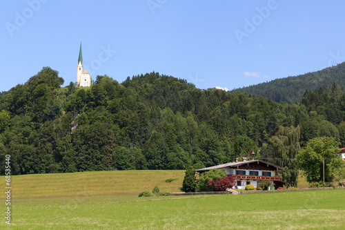 canvas print picture Kirche und Haus in den Alpen