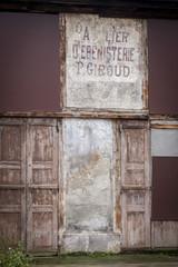 Devanture vieille porte ébenisterie