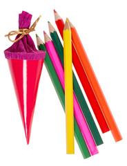 Zuckertüte und Buntstifte zum Schulanfang isoliert