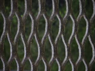 Фрагмент металлической решётки