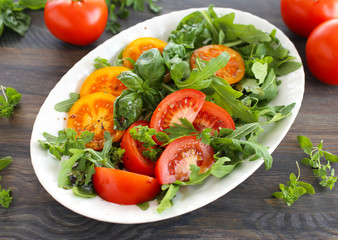 Red and yellow tomatoes with rocket salad