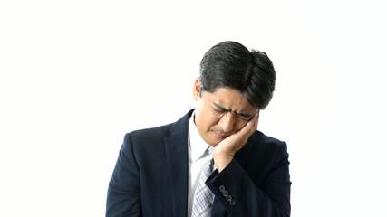 歯痛を訴えるビジネスマン