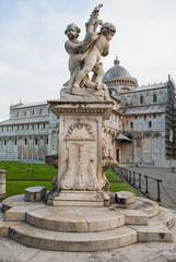 Fontana con Statue degli angeli, Pisa