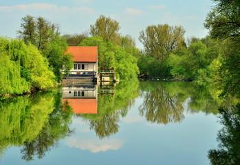 kleines Wasserwerk am Neckar