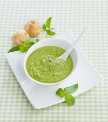 pea puree soup with mint