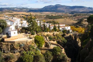 Weisse Haeuser und Schlucht in Ronda Andalusia Spanien