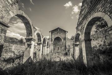Resti di un'antica chiesa abruzzese