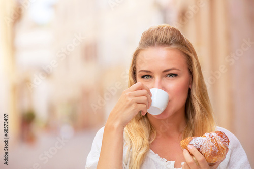 canvas print picture Drinking coffe outdoors