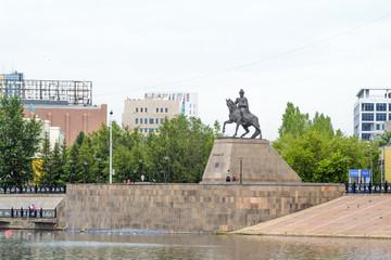 Астана, памятник хану Кенесары на набережной