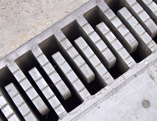 Steel construction of bridge with expansion joints