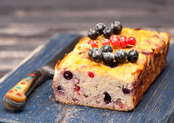 Summer Cake with currants. Gluten free. Paleo Diet.