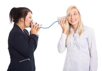 Konzept: Kommunikation unter Frauen; Büchsentelefon