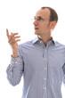 Mann isoliert mit Brille zeigt überrascht mit dem Zeigefinger