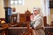 Obrazy na płótnie, fototapety, zdjęcia, fotoobrazy drukowane : young woman praying in church