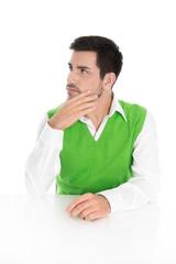 Nachdenklicher Mann in Grün isoliert; Blick seitlich