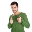 Lachender attraktiver Mann isoliert mit zwei Daumen hoch