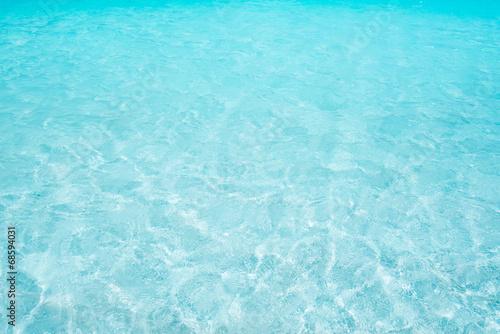 沖縄の海・透明な青