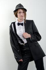деловая девушка в костюме