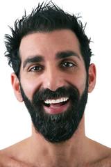 uomo con barba sorridente