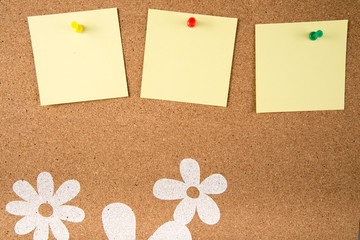 yellow sticky note memo on board