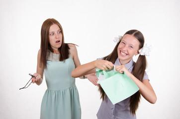 Schoolgirl rips his notebook