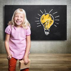 kleines Mädchen hat eine Idee