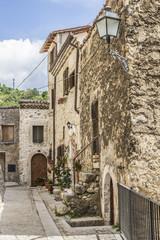 Vecchio vicolo di un borgo medievale