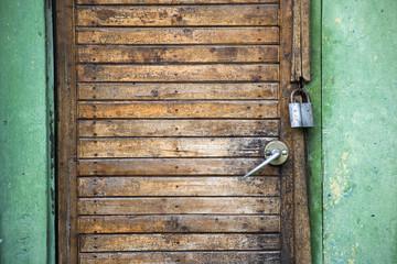 padlock door