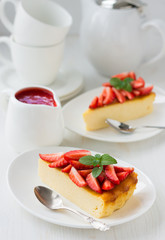 Sweet cheesecake with strawberries and strawberry sauce